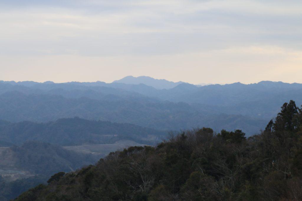 鹿野山山頂から房総スカイライン方面を望む