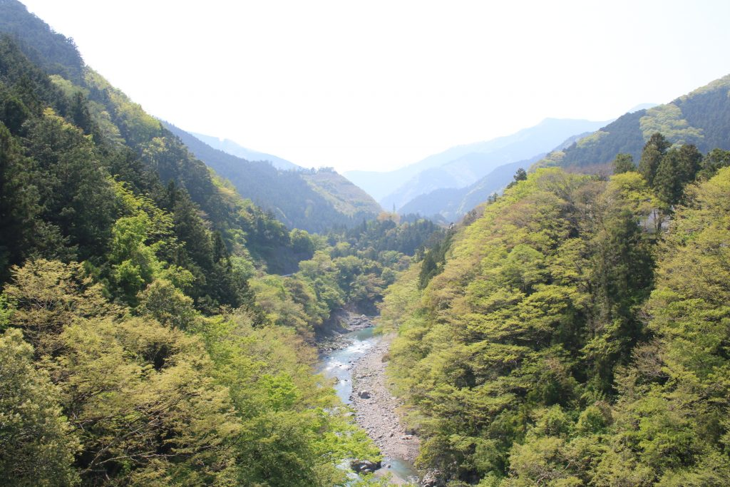 秋川と奥多摩の山々