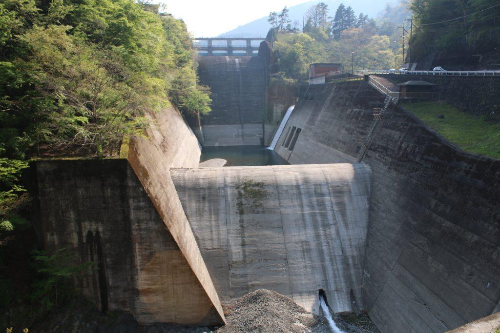 小河内ダムの洪水吐