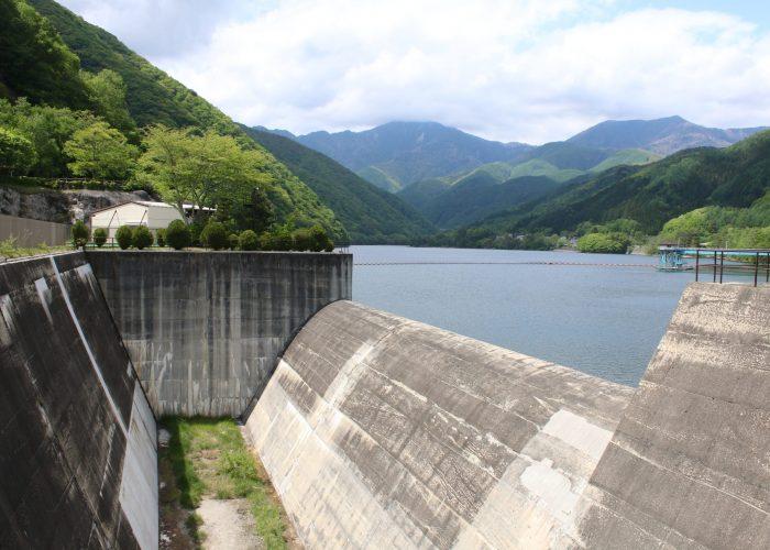 広瀬ダムの横越流堤
