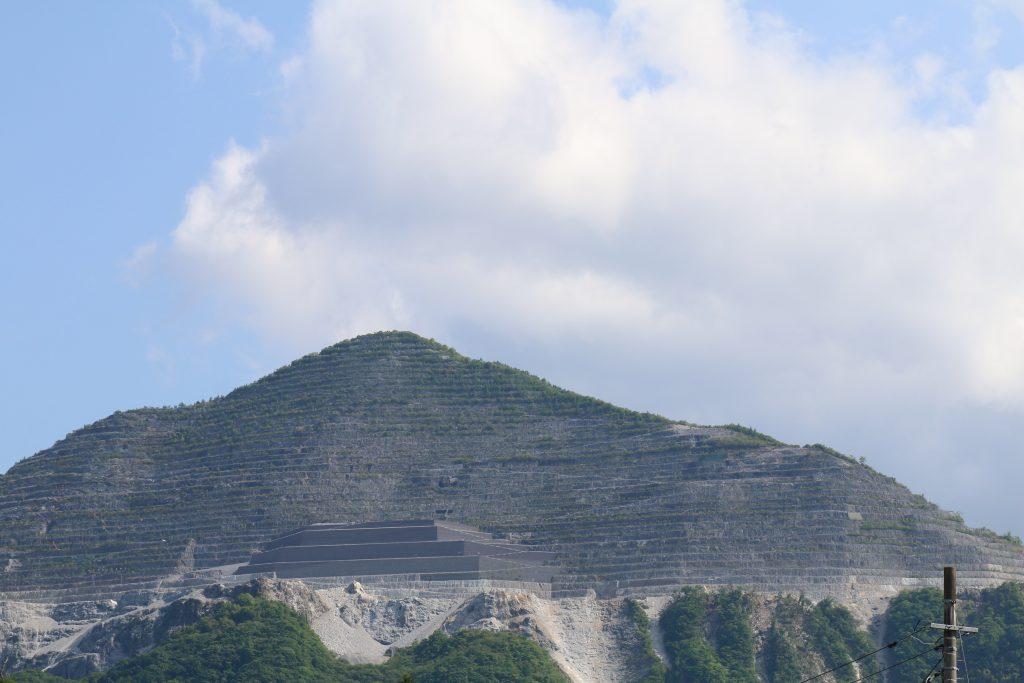 武甲山の山容