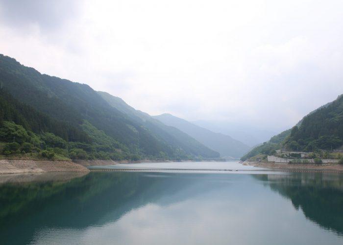 滝沢ダムのダム湖