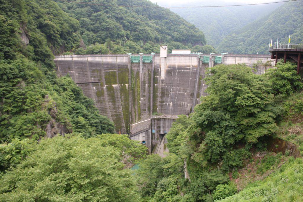 二瀬ダムを展望所から望む