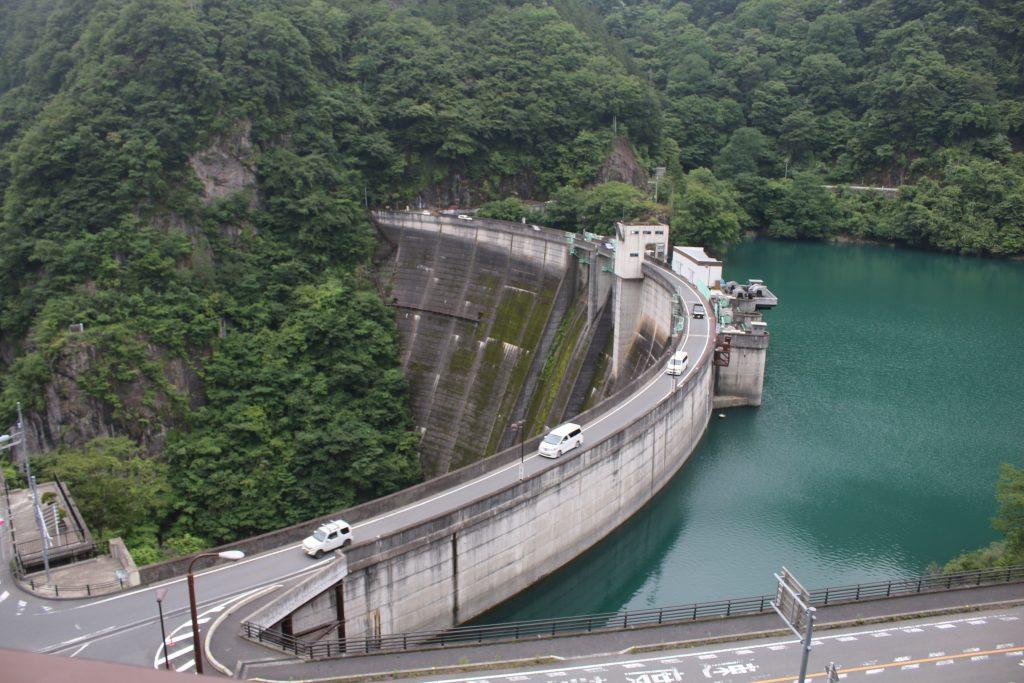 二瀬ダムの美しいアーチ