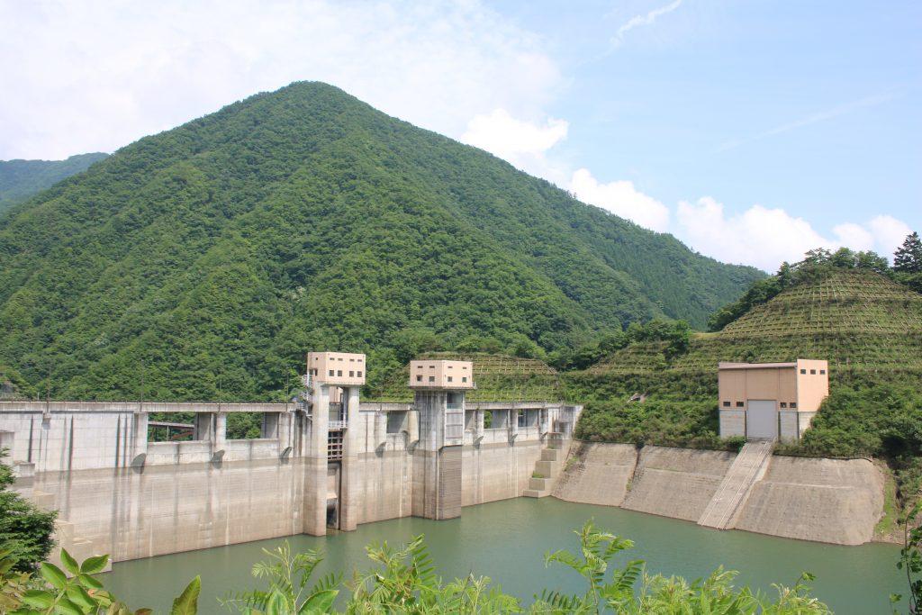 深城ダムとふかしろ湖