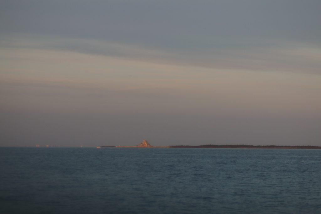 海側から見る富津岬展望台