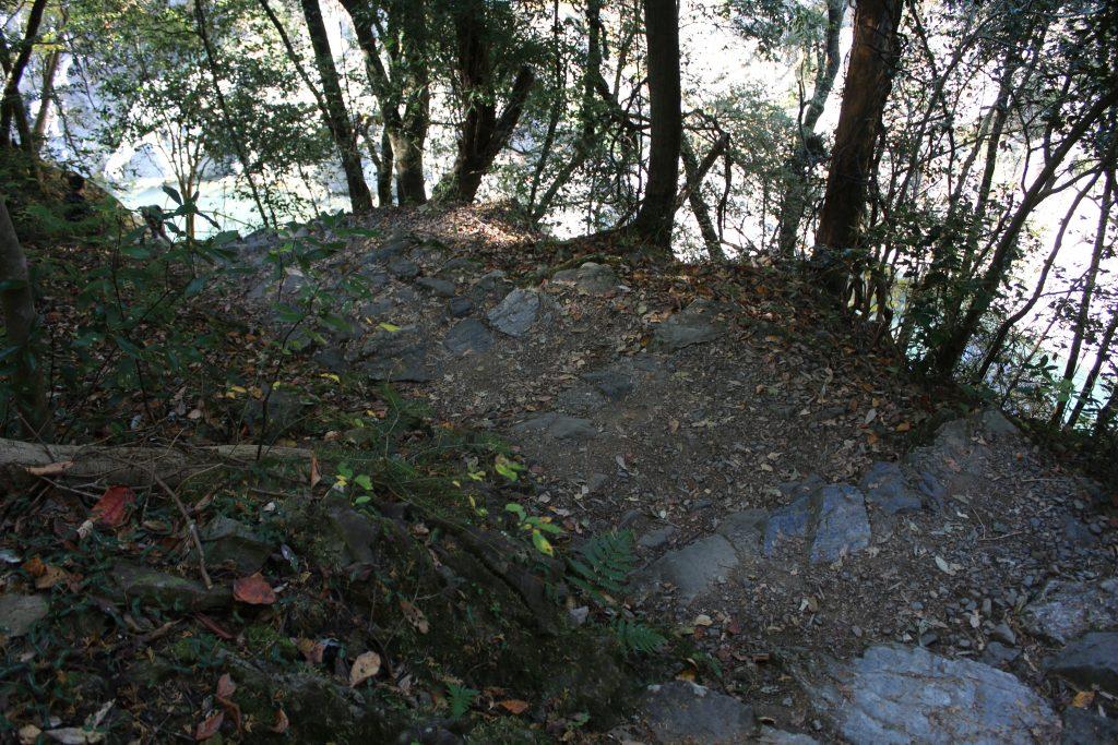 渓谷に降りる階段(2020年11月)