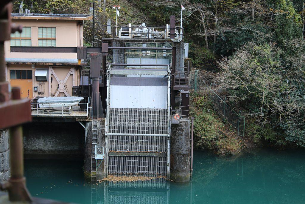 白丸調整池ダムの取水設備(2020年11月)