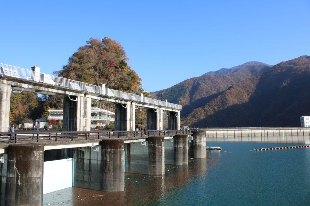 小河内ダムの洪水吐(2020年11月)