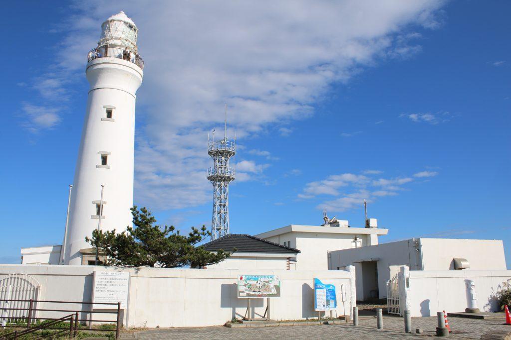 灯台とレーダー施設(2020年11月)