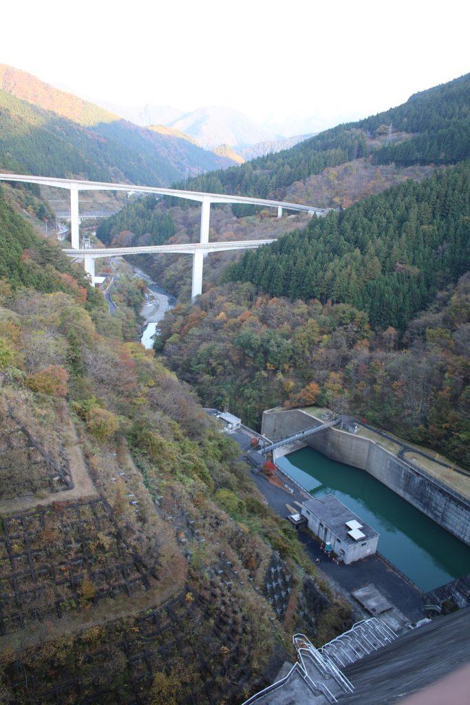 ループ橋と滝沢ダム(2020年11月)