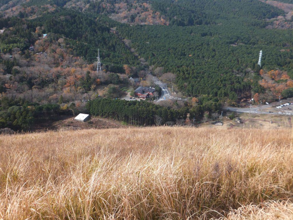 大室山から県道351号、県道111号方面を望む(2020年12月)
