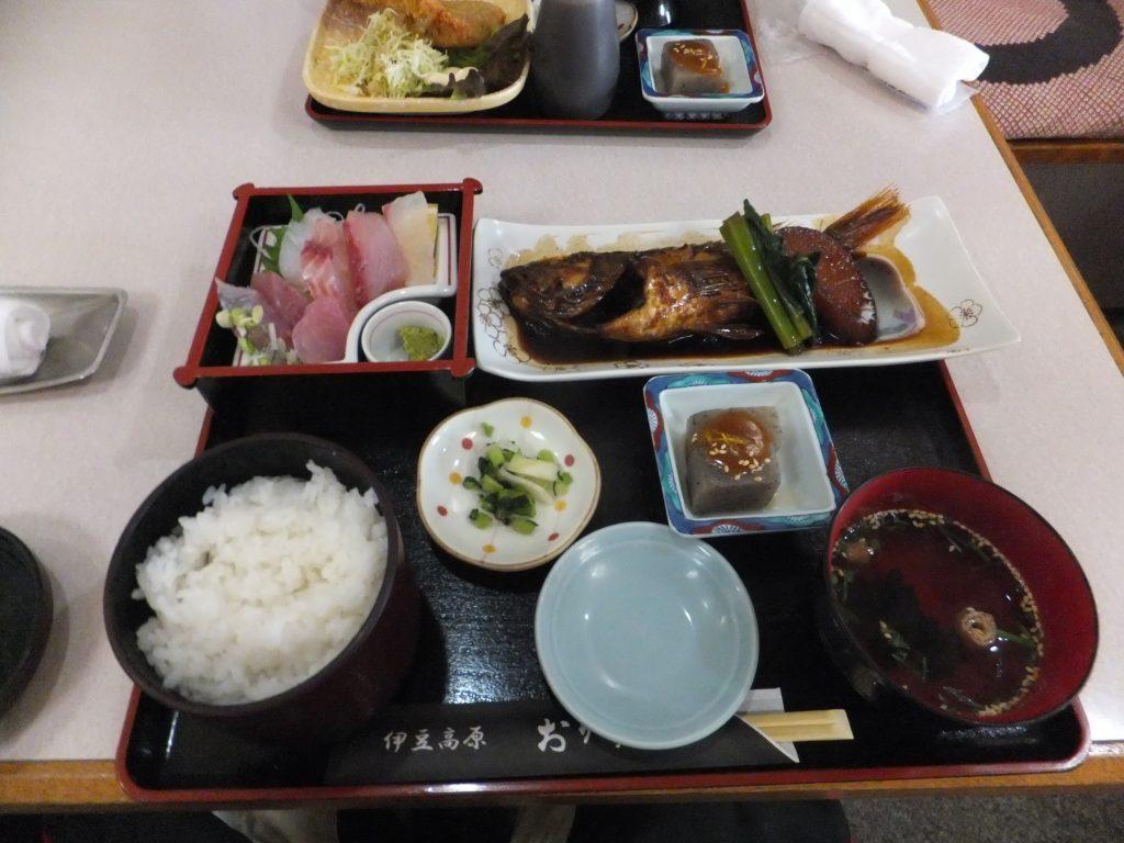 伊豆高原駅で昼食を(2020年12月)