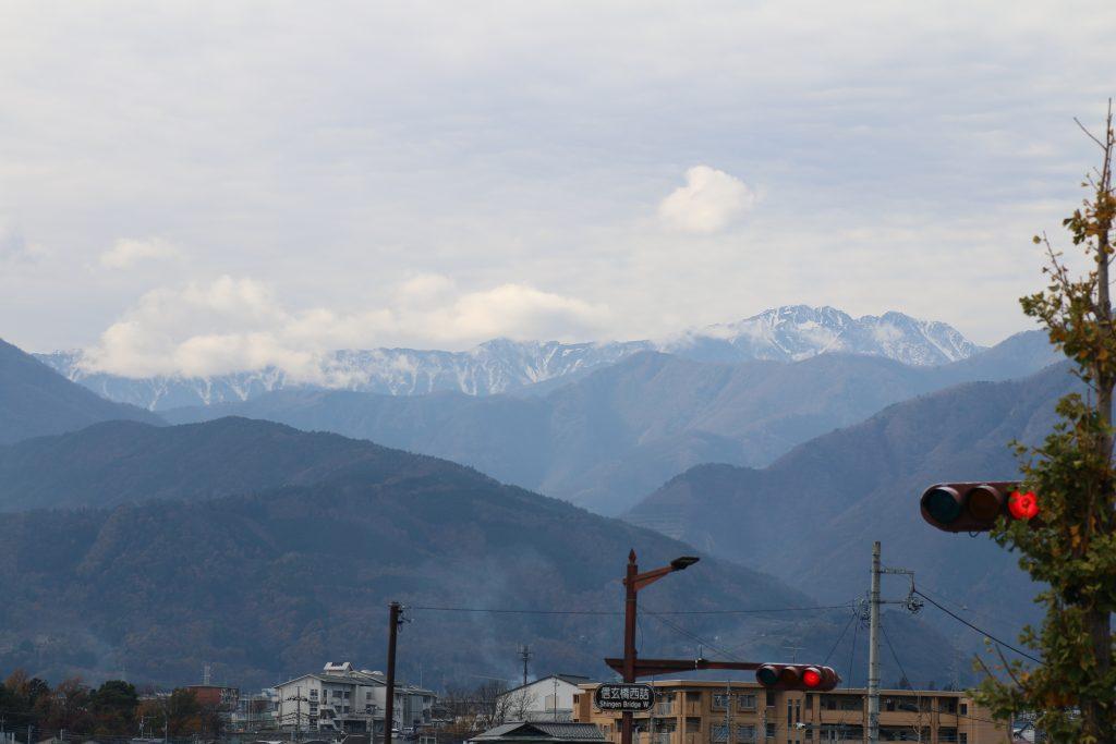 釜無川堤防から北岳を望む(2020年11月)