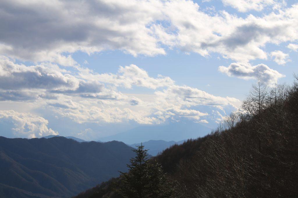 柳沢峠から富士山方面を望む(2020年12月)