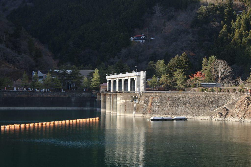 小河内ダムの洪水吐(2020年12月)