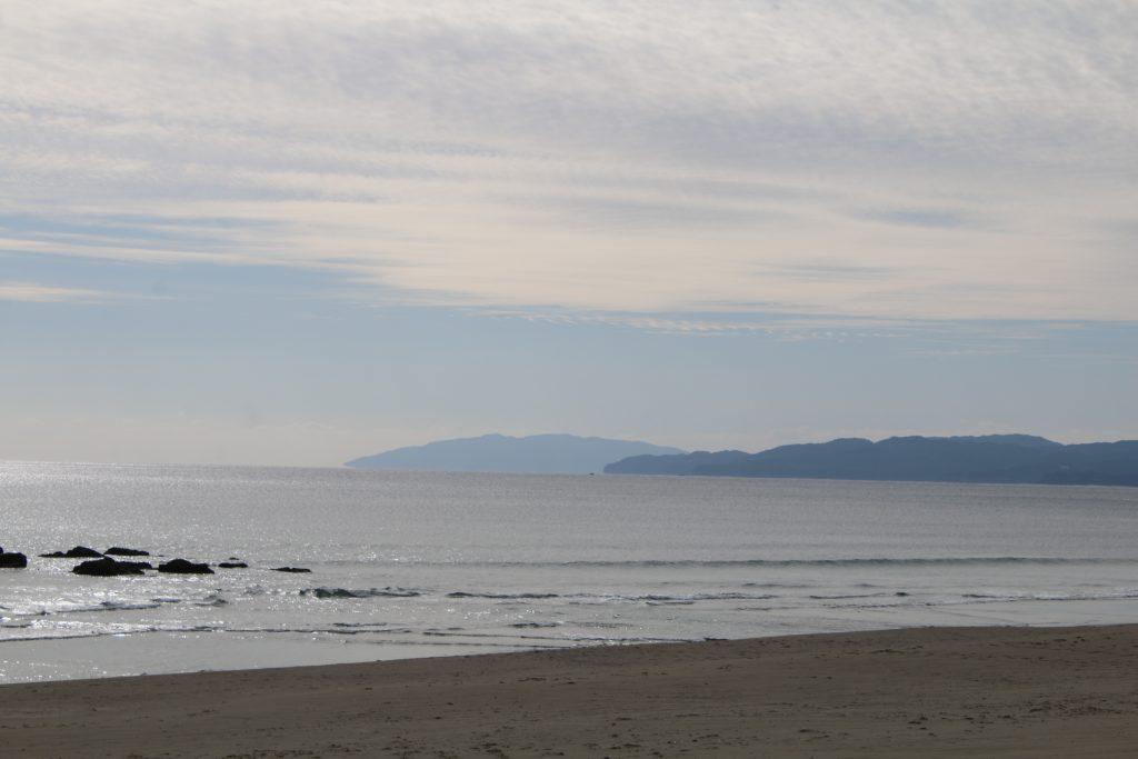 入野の浜から足摺岬を望む(2020年12月)