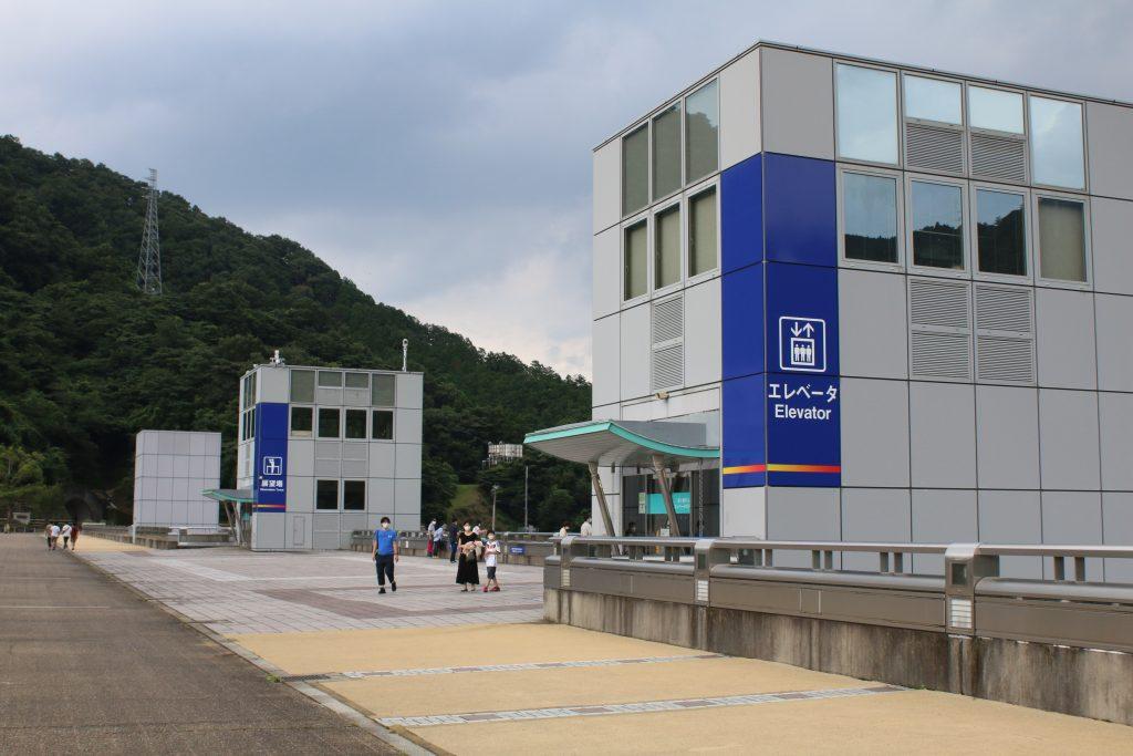 宮ヶ瀬ダム天端の風景(2020年8月)