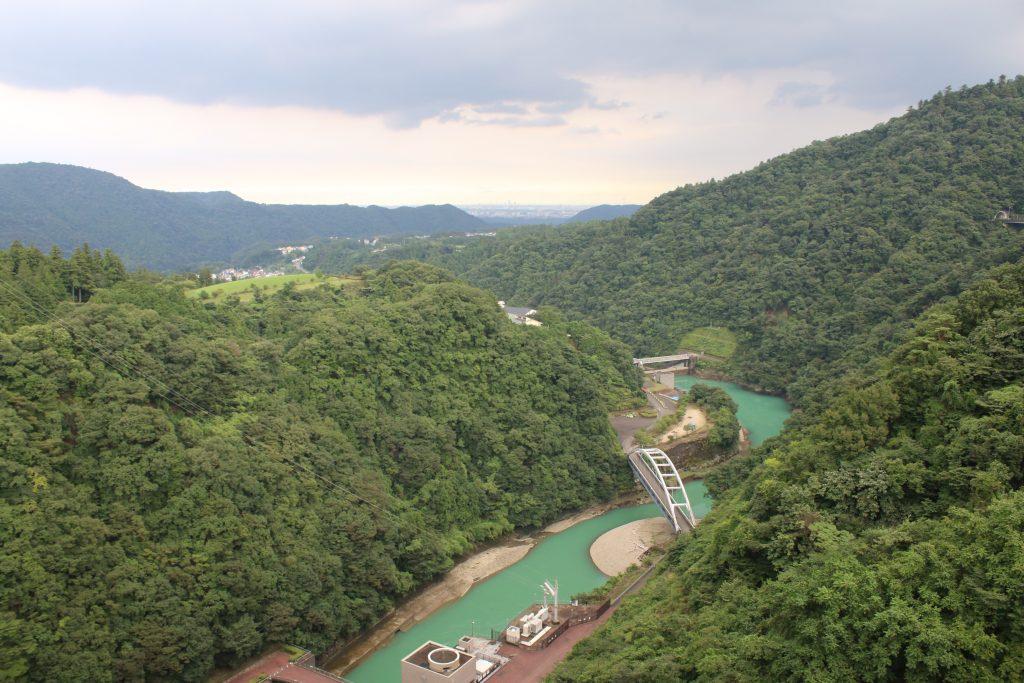 宮ヶ瀬ダムから厚木方面を望む(2020年8月)