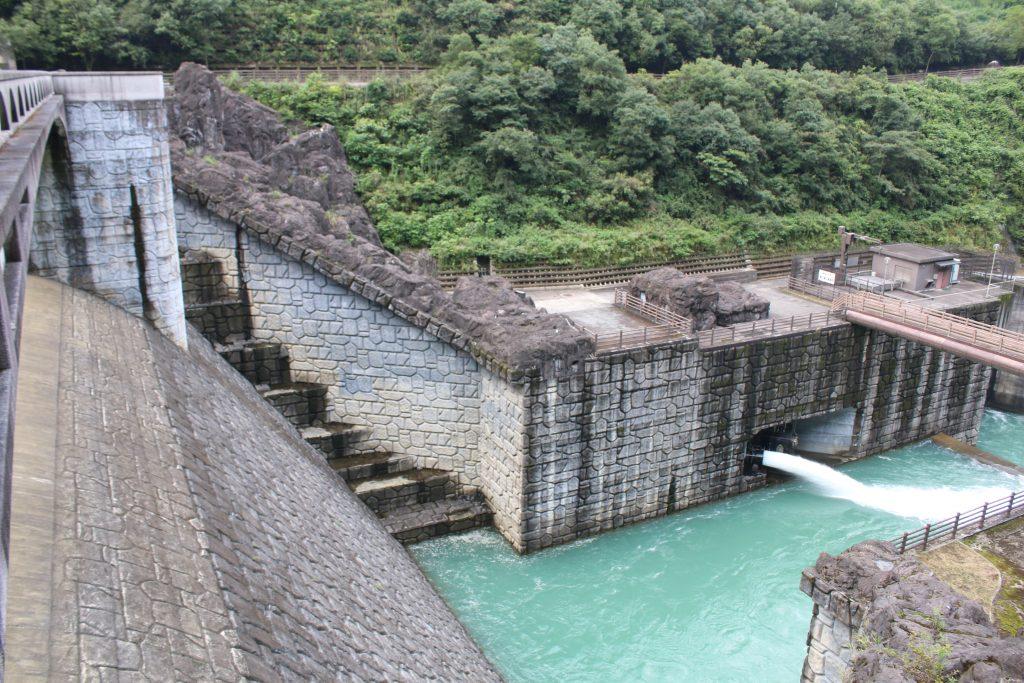 石小屋ダムの常用吐(2020年8月)