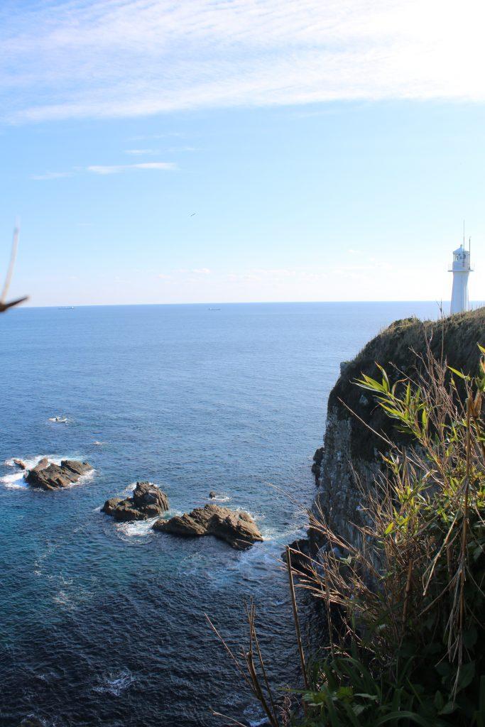 足摺岬灯台を遊歩道から望む(2020年12月)