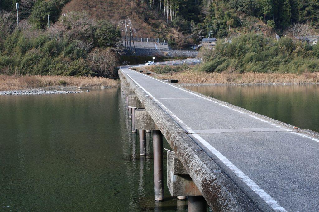 名越屋沈下橋の上面(2020年12月)