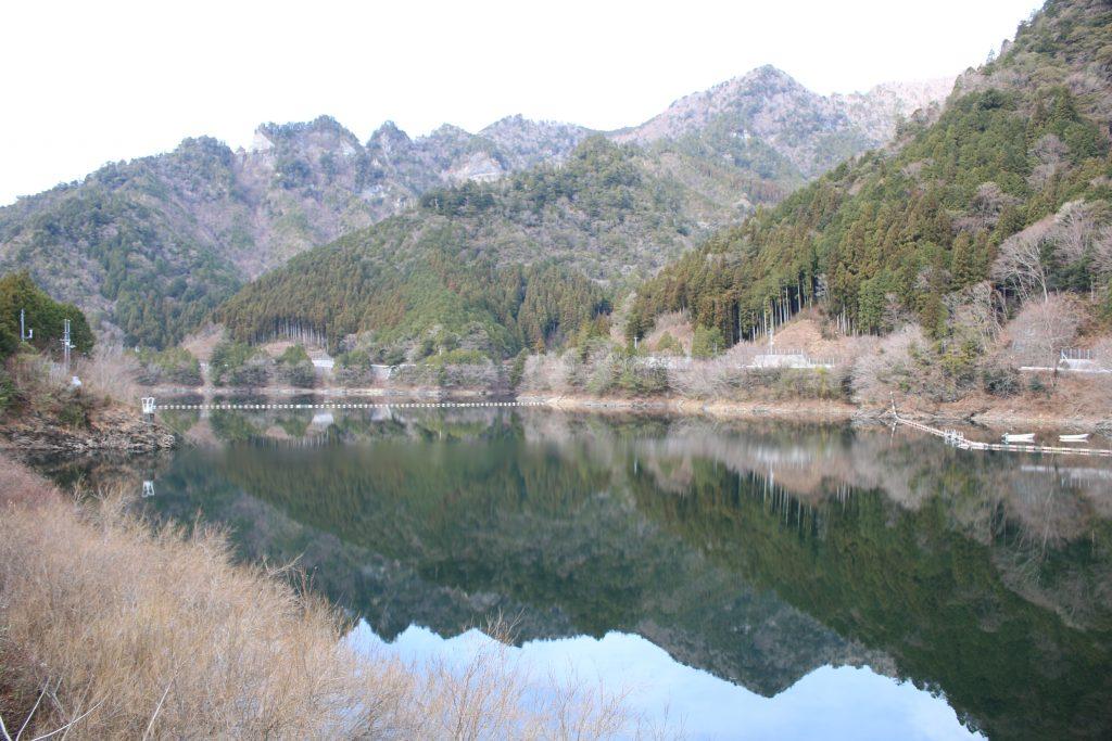 長沢貯水池を望む(2020年12月)