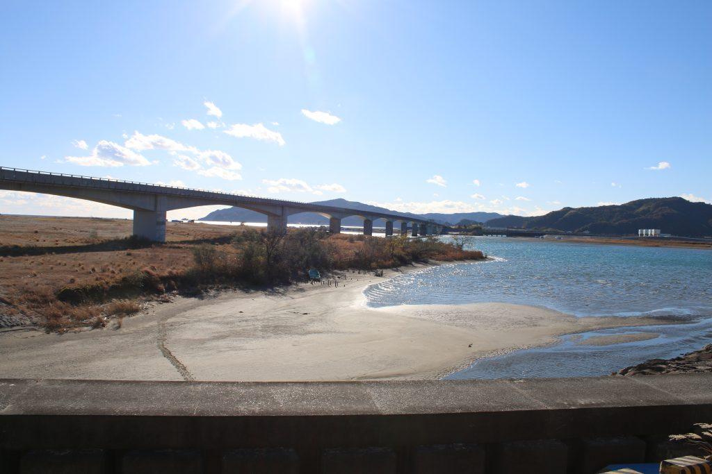 仁淀川の河口と仁淀川河口大橋(2020年12月)