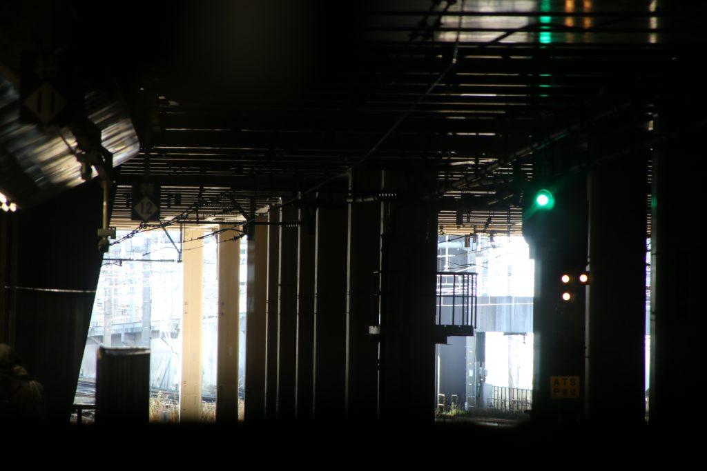 電車先頭から新宿駅(2021年1月)