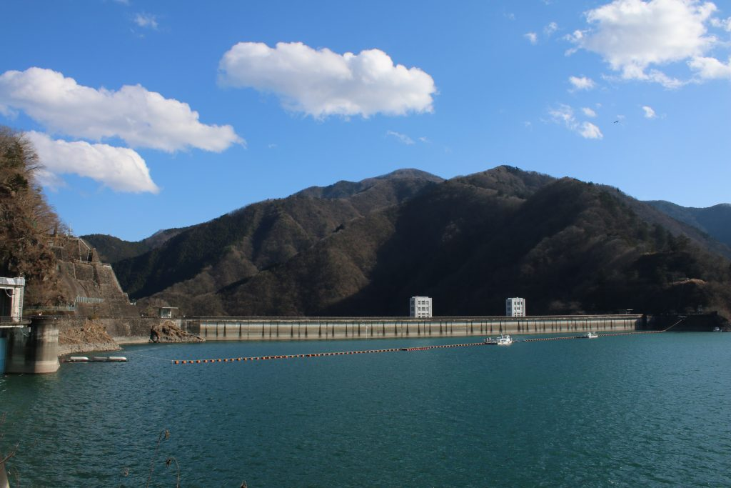 小河内ダムの堤体(2021年1月)