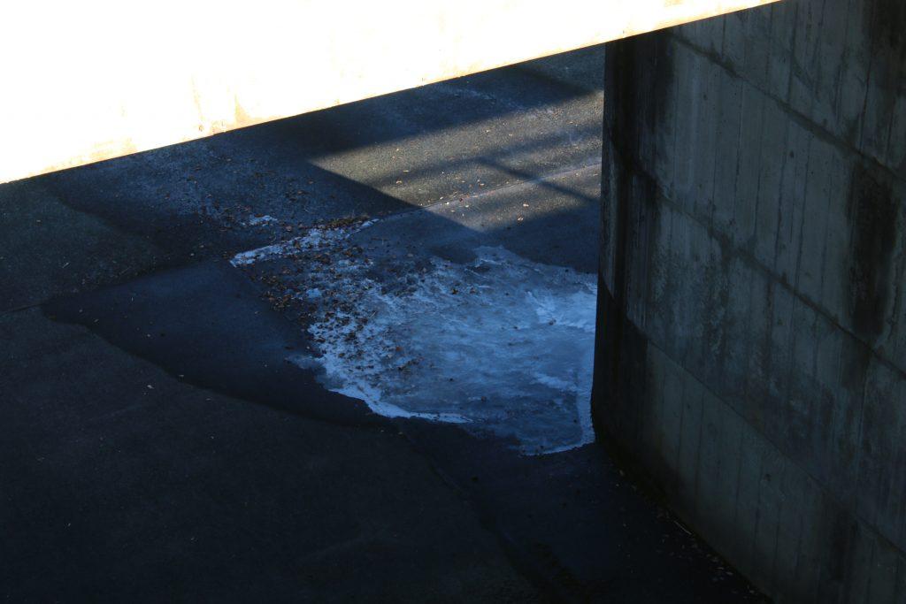 小河内ダム洪水吐の氷(2021年1月)