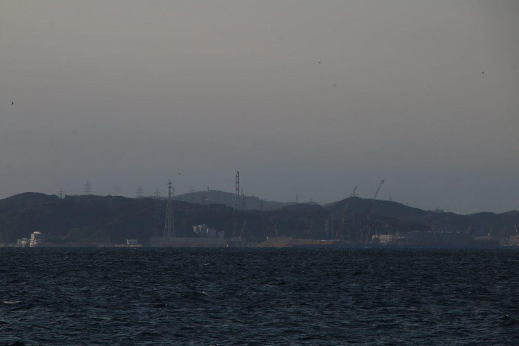 金谷港から横須賀火力発電所を望む(2021年2月)