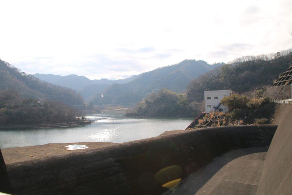 奥野ダムから松川湖を望む