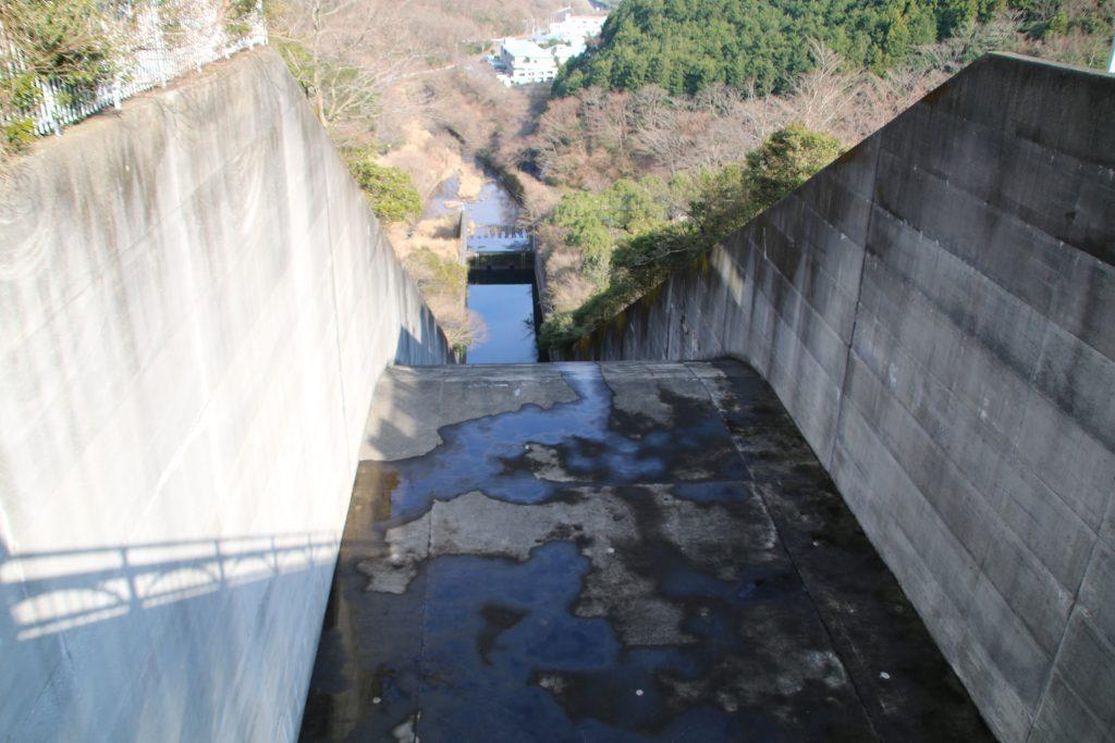 奥野ダムの非常洪水吐流路(2021年3月)
