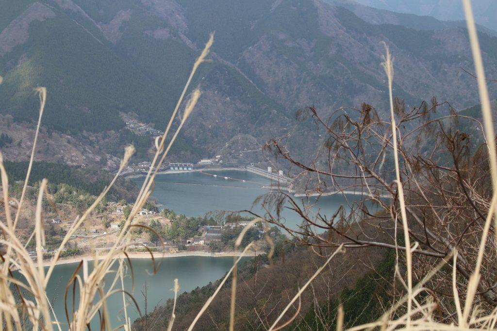 水位の低い小河内ダム(2021年4月)