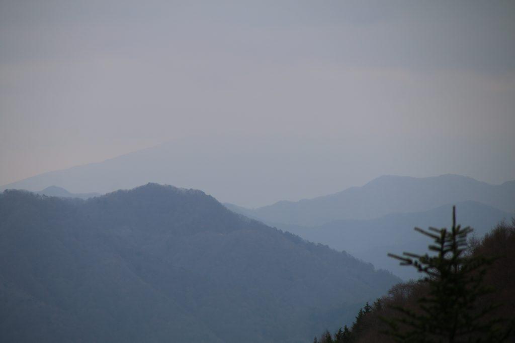 富士山の見えない柳沢峠の風景(2021年4月)