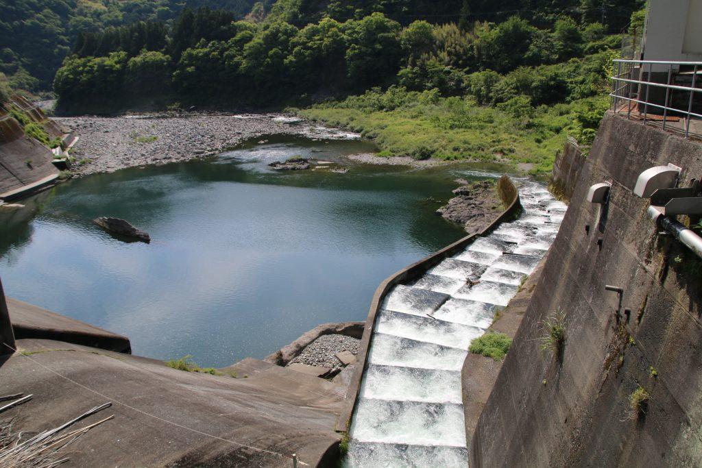 筏津ダムの魚道(2021年5月)