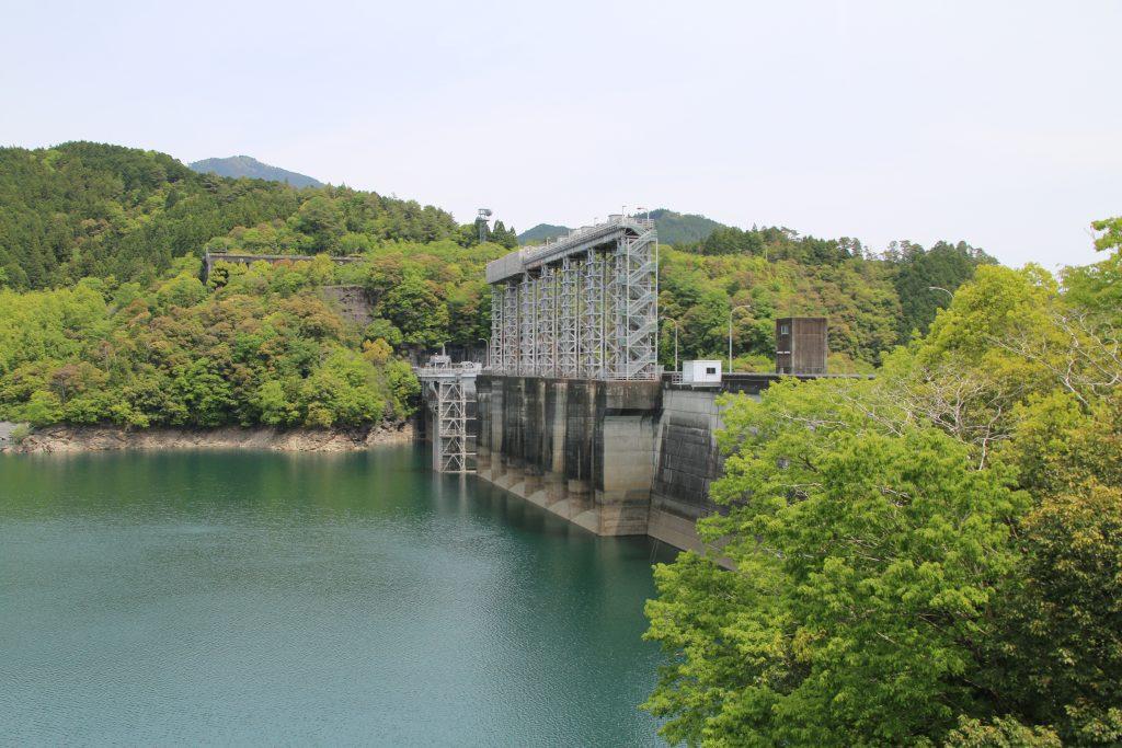 早明浦湖とダム堤体(2021年5月)