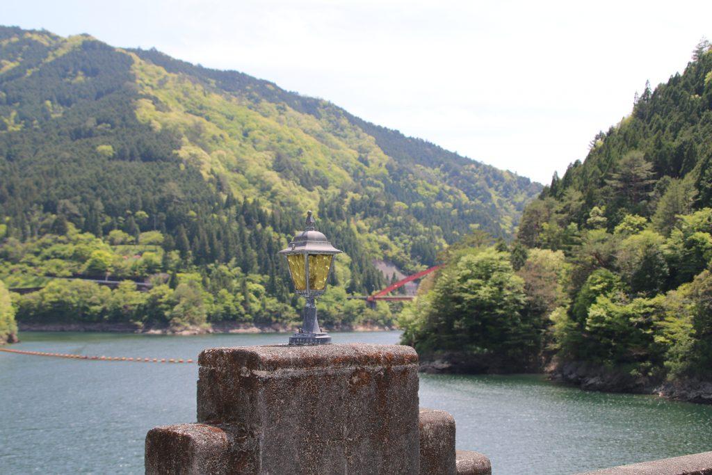 大橋堰堤のランプと本川大橋(2021年5月)