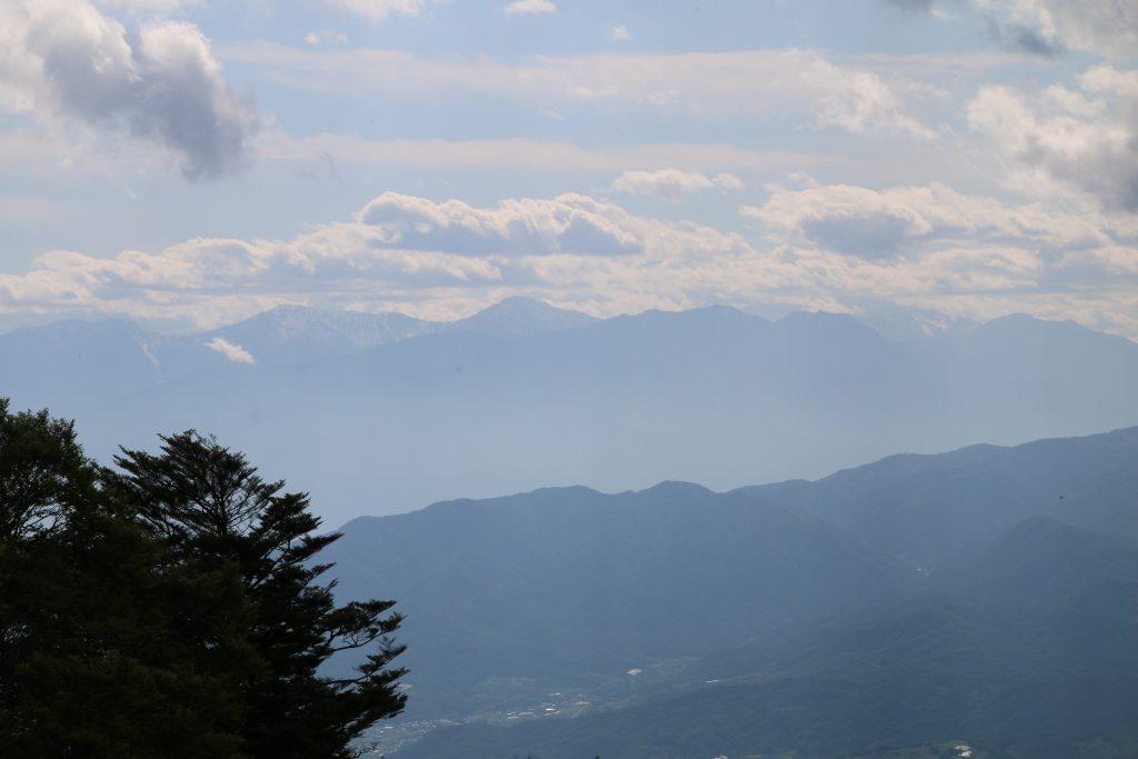 上日川峠から北岳方面を望む(2021年5月)