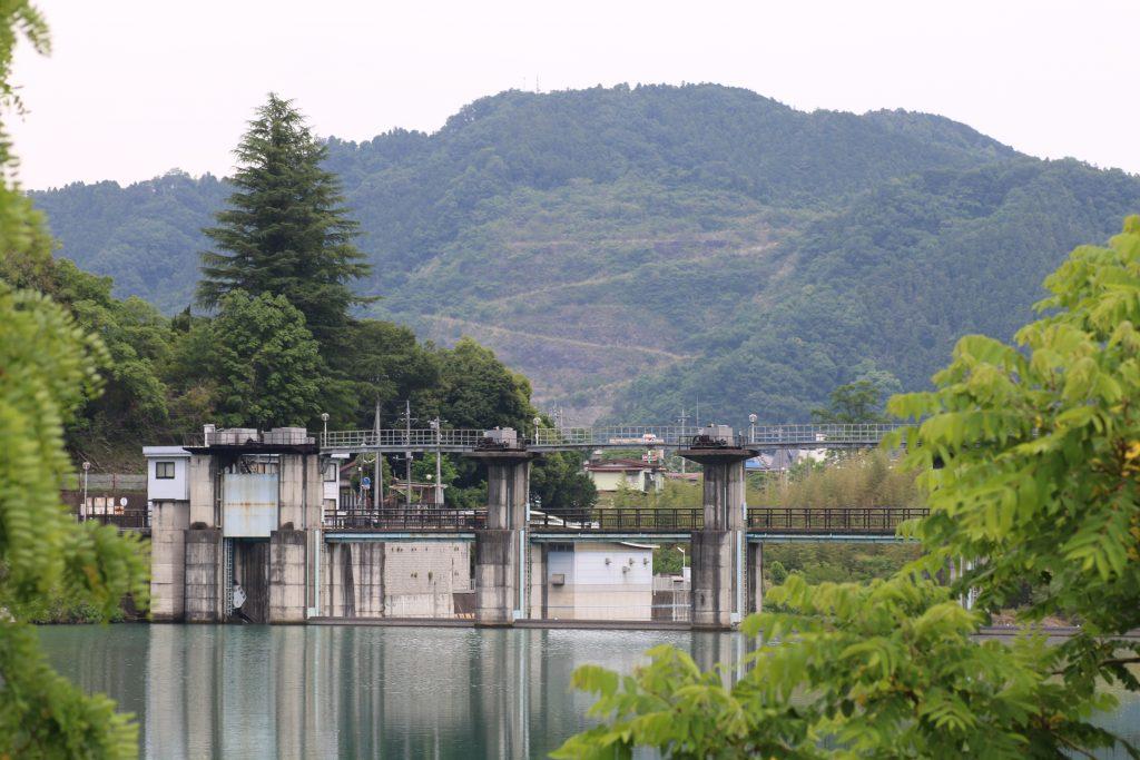 神水ダムを上流から望む(2021年5月)