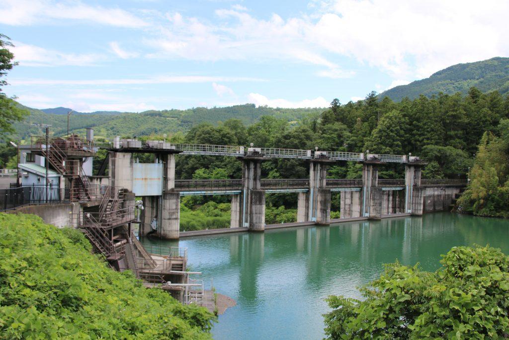 神水ダムを上流側から望む(2021年6月)