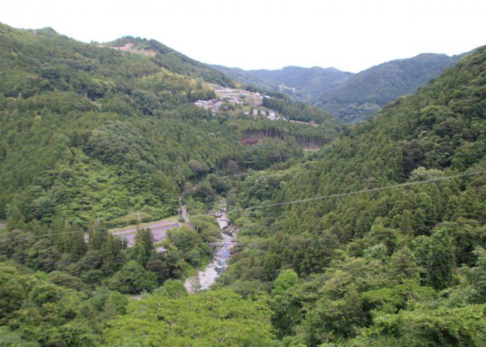 下久保ダムから三波石峡を望む(2021年6月)