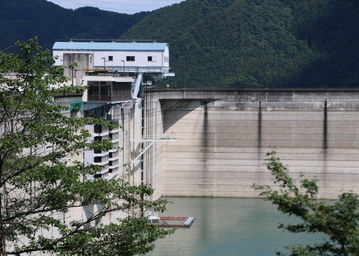 下久保ダムの内側の角アップ(2021年6月)