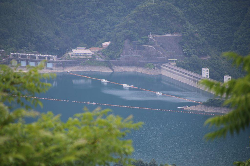 月夜見第1駐車場から小河内ダムを望む(2021年6月)