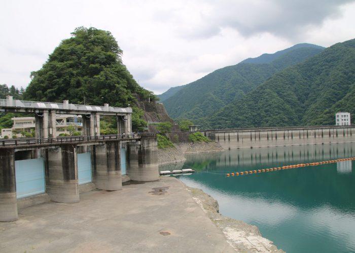 小河内ダムの余水吐近辺(2021年6月)