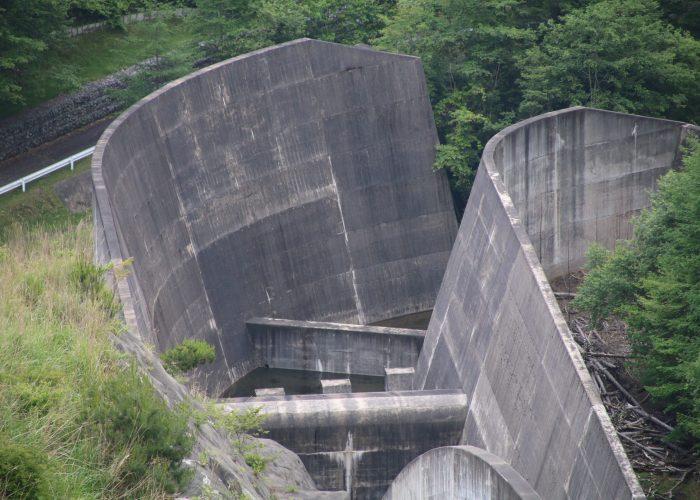 上日川ダムの洪水吐減勢工(2021年6月)