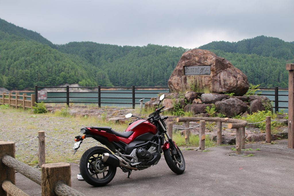 上日川ダムとNC750S(2021年6月)