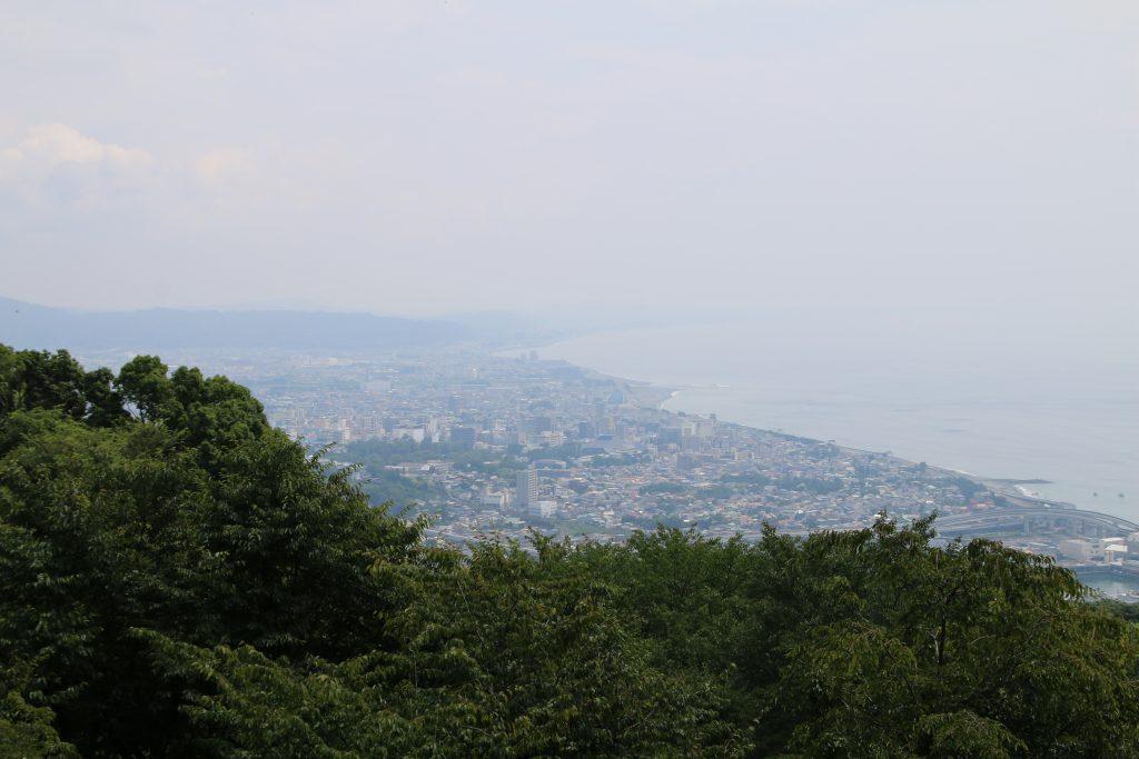 一夜城から小田原城方面を望む(2021年7月)