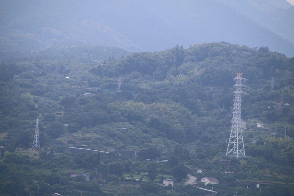 小田原城から一夜城を望む(2021年7月)
